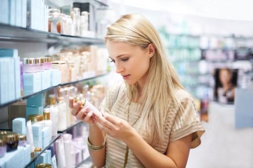 Cách chọn và dùng sữa rửa mặt trị mụn an toàn, tốt cho da
