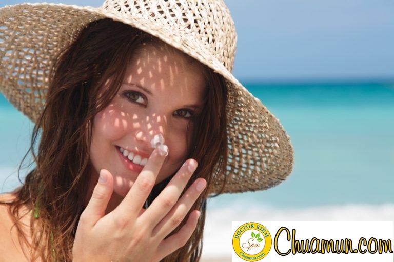 Cách chăm sóc da mụn trong ngày hè oi bức